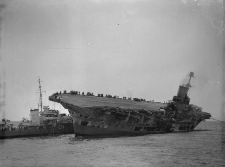 Questa immagine ha l'attributo alt vuoto; il nome del file è HMS_Ark_Royal_sinking.jpg