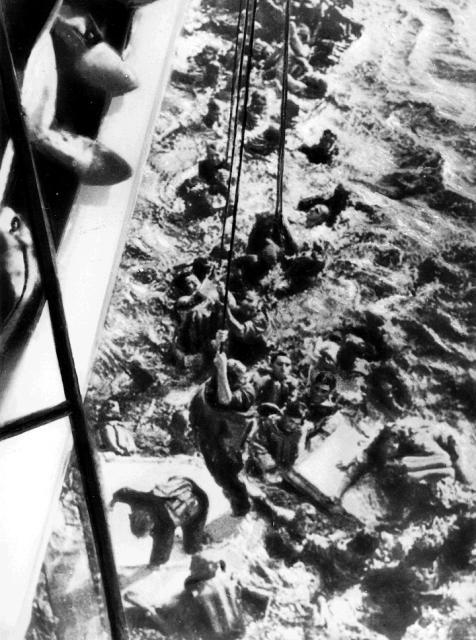 Questa immagine ha l'attributo alt vuoto; il nome del file è salvataggio-marinai-della-bismarck.jpg