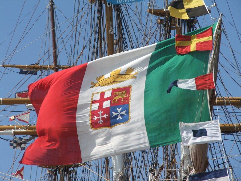 La storia delle bandiere navali italiane dal Regno d'Italia fino ad oggi   di Andrea Mucedola