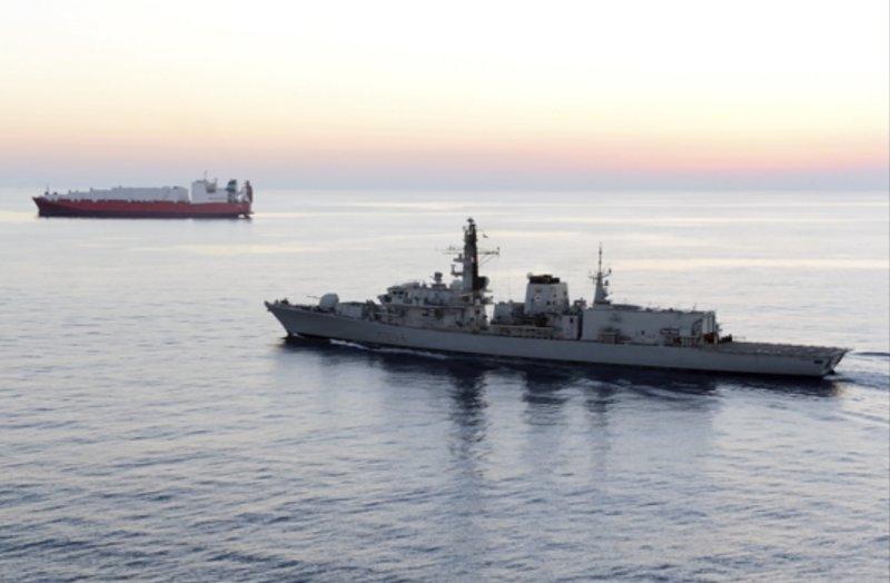 Tentativo di interdizione al passaggio di una nave mercantile inglese a Hormuz di Andrea Mucedola