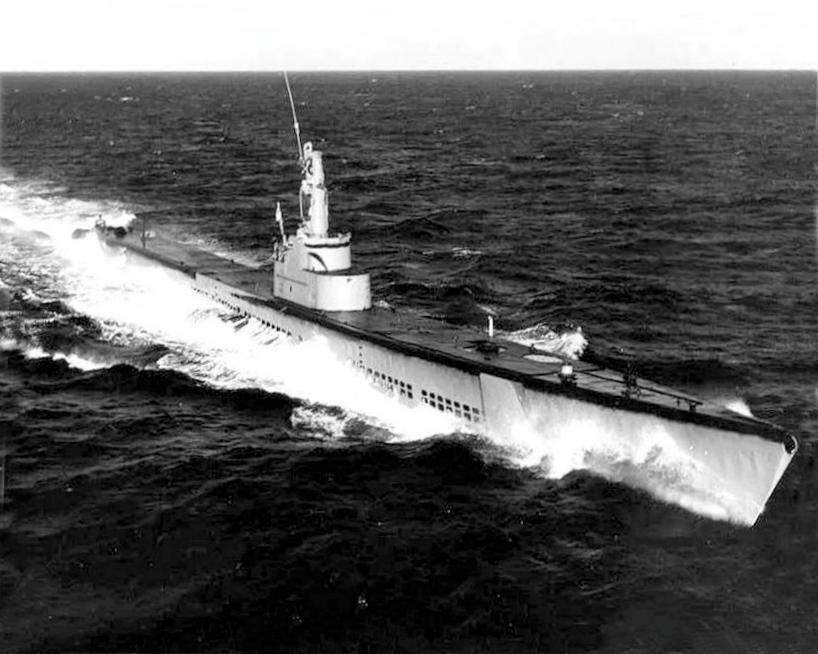 Questa immagine ha l'attributo alt vuoto; il nome del file è USS_Queenfish_SS-393_underway_at_sea_in_the_1950s.jpg